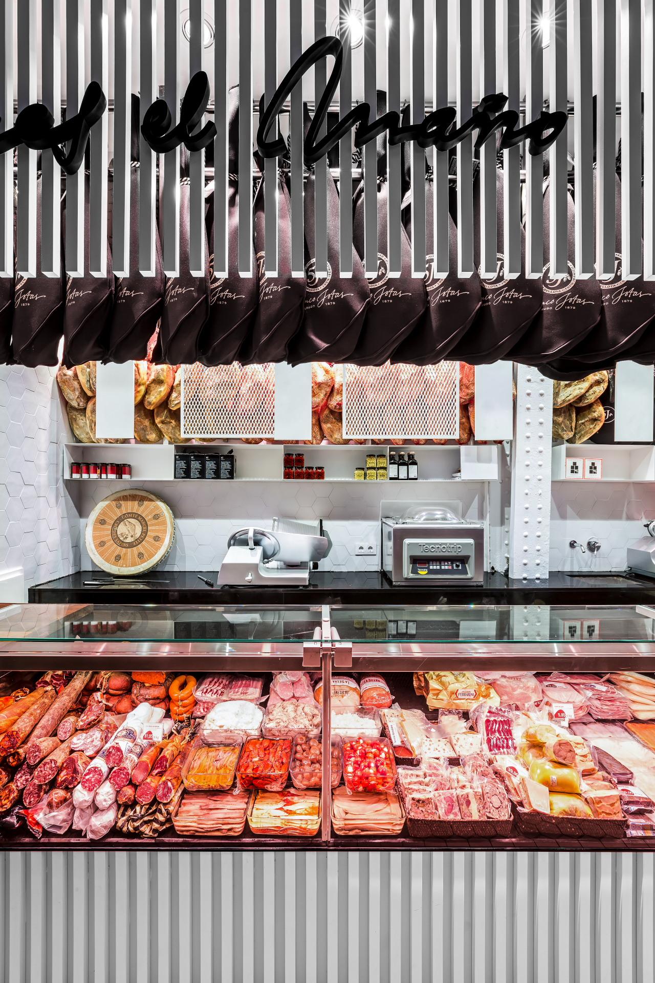 fotografia-arquitectura-valencia-german-cabo-lujan-mercado-central-jamones (10)