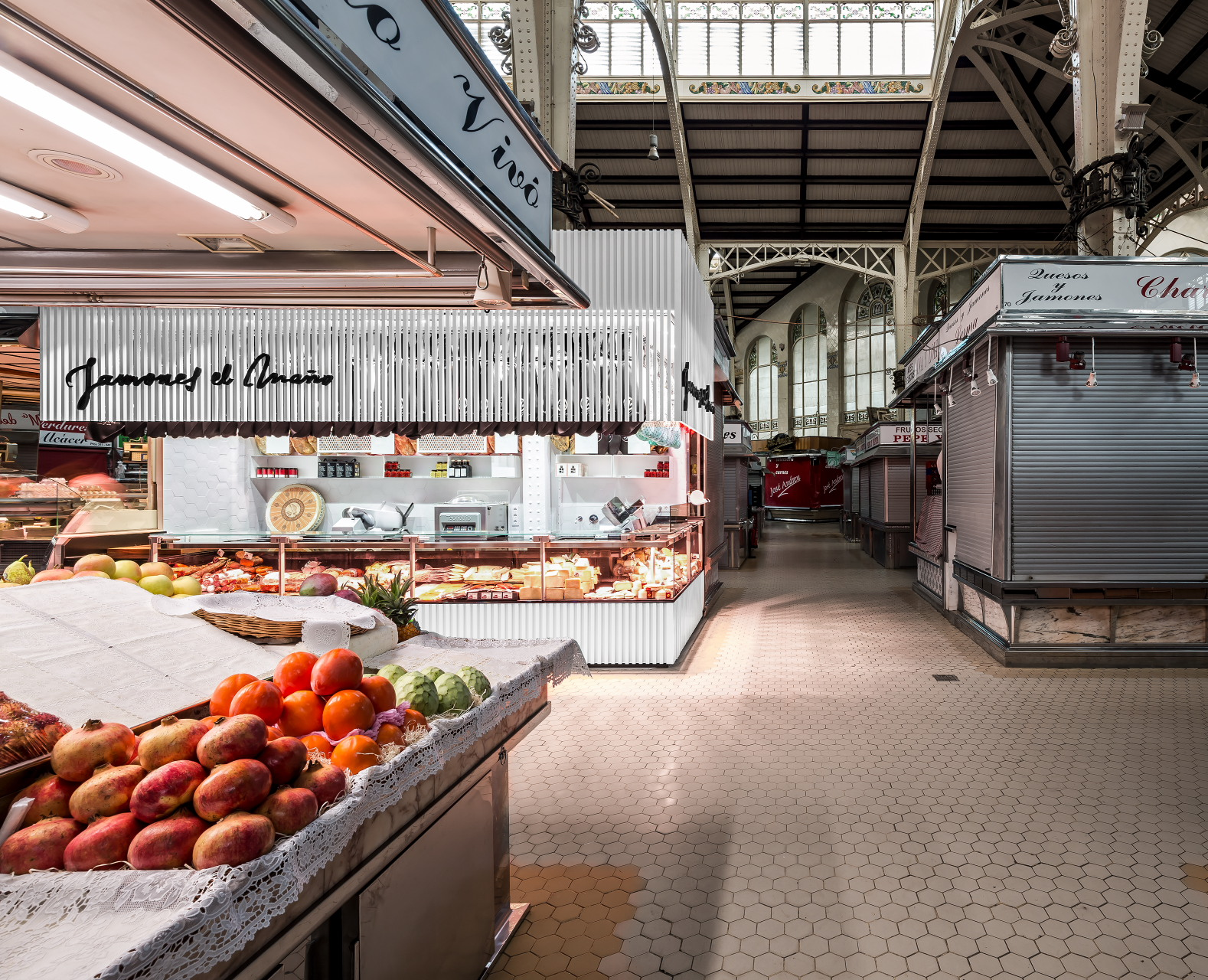 fotografia-arquitectura-valencia-german-cabo-lujan-mercado-central-jamones (5)