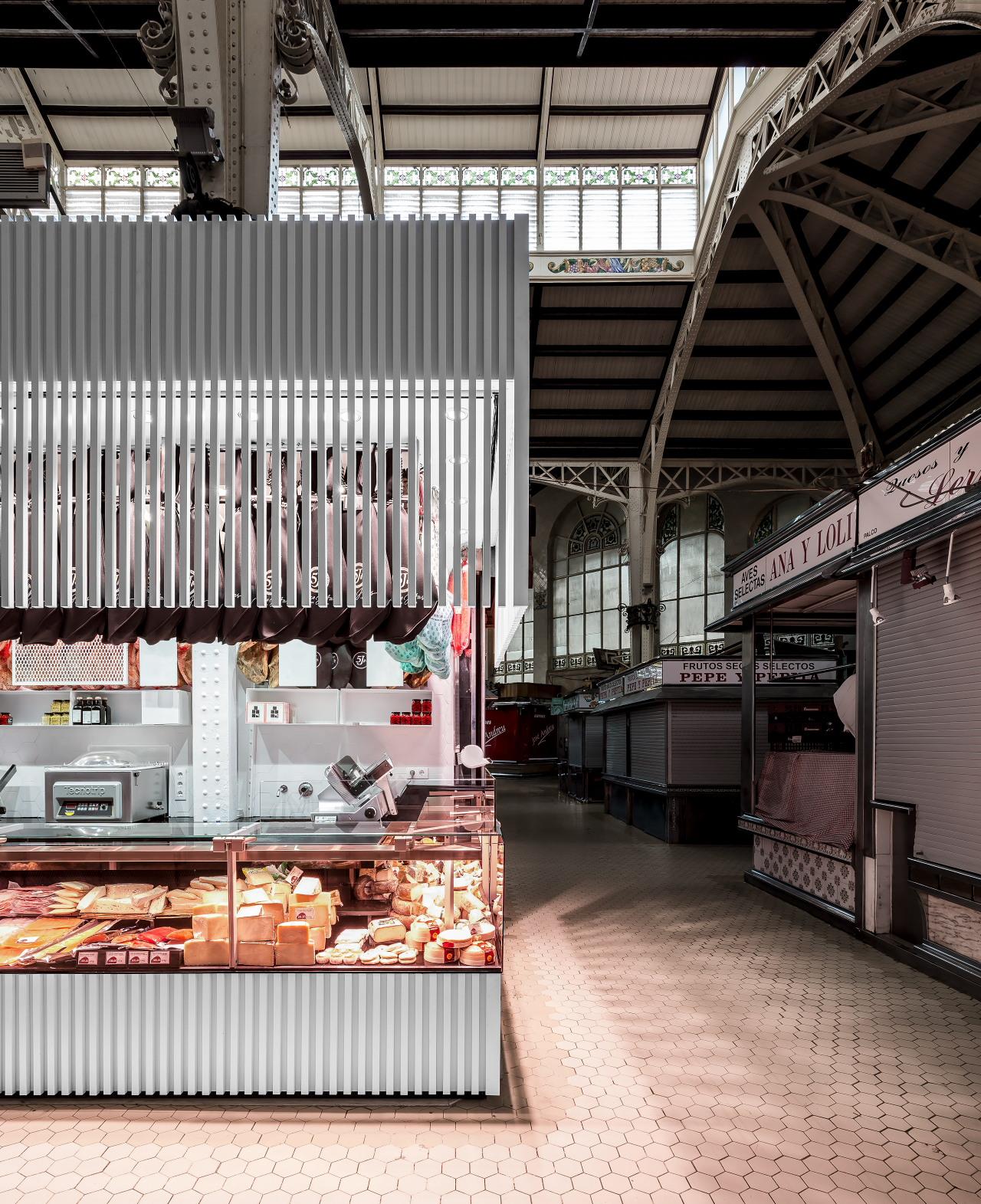 fotografia-arquitectura-valencia-german-cabo-lujan-mercado-central-jamones (7)